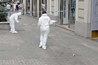 """Donna ferita a Milano alla gola, l'aggressore resta in carcere. Il gip: """"Non andava lasciato solo"""""""
