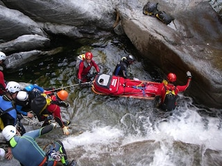 Tragico incidente mentre fanno canyoning in Valchiavenna: due morti a Gordona (Sondrio)