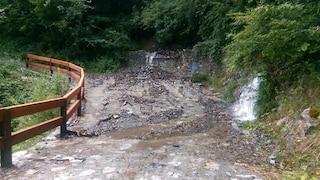 Maltempo nel bresciano, tragedia sfiorata in Val Camonica: torrente in piena distrugge ponte