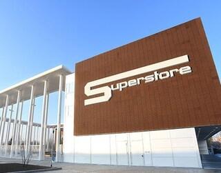 Milano, rapinano un supermercato e rompono una gamba a una guardia giurata: arrestati