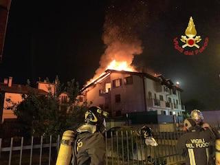 Incendio in una palazzina di Borgo San Giovanni: paura per 12 famiglie evacuate