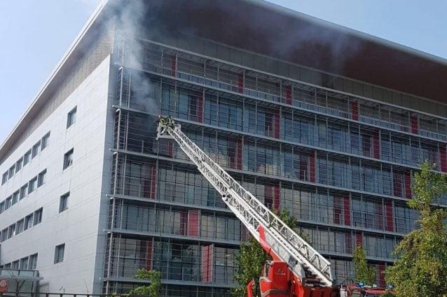 """I vigili del fuoco in azione (foto: """"Montagne & Paesi News"""")"""