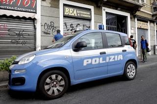 Milano, ubriaco festeggia Ferragosto sparando: la polizia gli trova in casa merce rubata