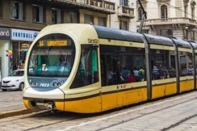Milano, bambini azionano per gioco un estintore sul tram: undici persone intossicate