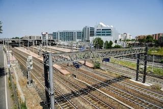 Milano, trovato il cadavere di un uomo in un deposito ferroviario: indaga la polizia