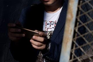 Lodi, si finge ragazzina su Whatsapp e abusa di tre minorenni: presunto pedofilo resta in carcere