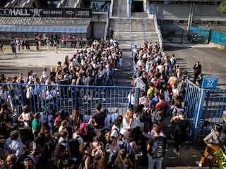 Milano, folla per il test di medicina 2019: migliaia in coda ad Assago per la Statale e alla Bicocca