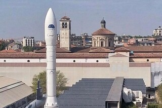 A Milano c'è un razzo spaziale: il lanciatore Vega atterra al Museo della Scienza e Tecnologia