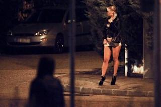 Rapine e aggressioni usando il tacco della scarpa come arma: in manette la trans 'Dulcina'