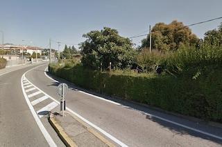 Bergamo, auto fuori controllo piomba sul marciapiede: investita una donna di 87 anni, è grave