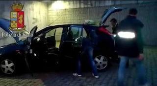 Monza, nasconde la droga tra i sedili dell'auto: era insieme al caffè per camuffarne l'odore