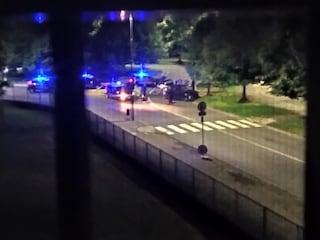 Inseguimento da film a Rozzano: i carabinieri sparano alle gomme della macchina per fermare la fuga