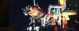 Dopo 15 anni ripescata l'automobile con un cadavere che era sul fondo del lago d'Iseo