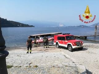Uomo si getta da un traghetto sul lago Maggiore davanti agli altri passeggeri: ricerche in corso