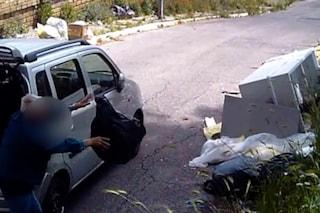 Scaricano rifiuti in strada ma vengono ripresi dalle telecamere: multe e denunce nel Milanese