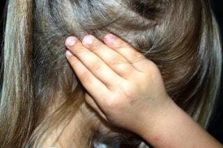 Lascia i sei figli minorenni da soli in casa, senza cibo e nella sporcizia: madre denunciata