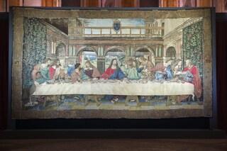Milano, l'arazzo restaurato che riproduce il Cenacolo di Leonardo: il capolavoro a Palazzo Reale