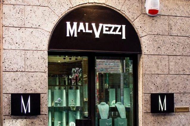 La gioielleria nel mirino dei ladri (Foto Facebook)