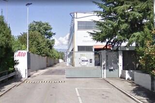 Tragico incidente sul lavoro a Lecco: operaio colpito da una barra metallica muore a 27 anni