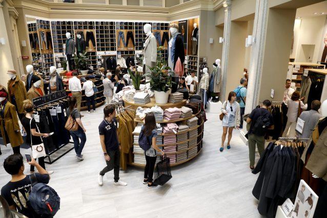 L'inaugurazione dello store Uniqlo in centro a Milano