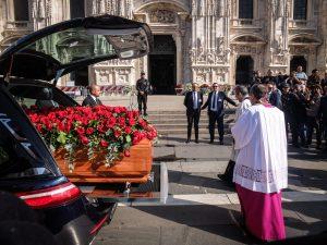 La salma di Giorgio Squinzi giunta in piazza Duomo