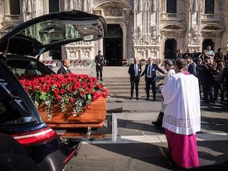 Milano, folla in Duomo per i funerali di Giorgio Squinzi: presenti imprenditori, politici e sportivi