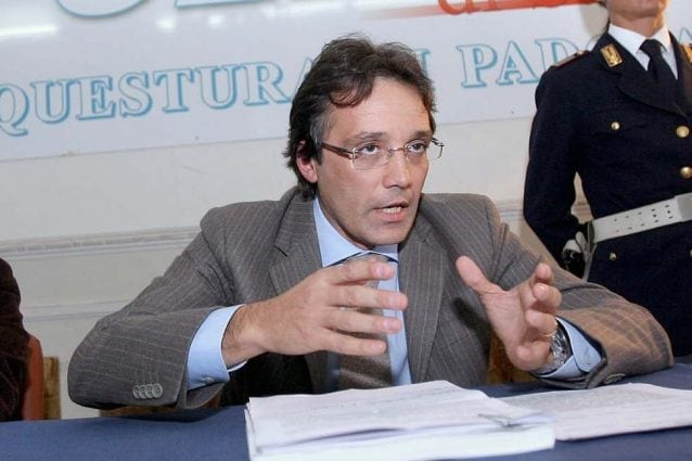 Marco Calì in una conferenza stampa nel 2007 alla questura di Padova
