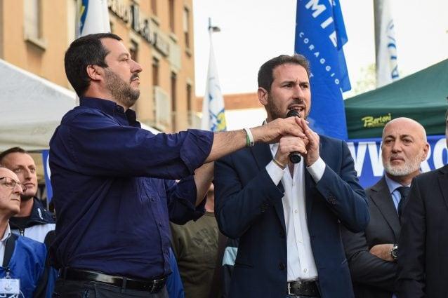 Il segretario della Lega Matteo Salvini con il sindaco di Cinisello Balsamo Giacomo Ghilardi (Foto LaPresse)