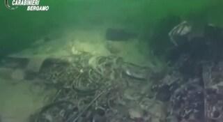 Spuntano i marchi sui rifiuti recuperati nel lago d'Iseo: è caccia ai responsabili