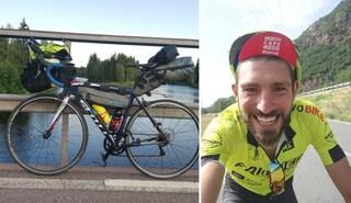 Gira il mondo con la sua bici, gliela rubano la prima notte a Monza: l'appello del biker