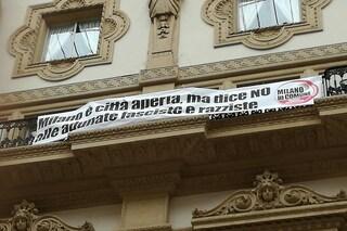 Striscione antirazzista contro Salvini in Galleria: multato il consigliere milanese Basilio Rizzo