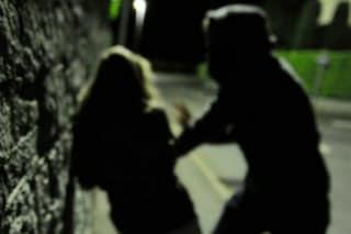 Vimercate, picchia e rapina la sua ex fidanzata per strada: scattano le manette per un 37enne