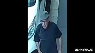 Avvocatessa accoltellata a Milano, uomo ripreso da una telecamera: la polizia diffonde il filmato