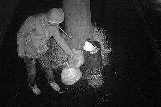Castano Primo, lasciano i rifiuti in strada nei parchi pubblici: incastrati dalle telecamere
