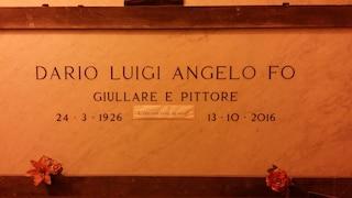 """La tomba di Dario Fo, giullare e pittore, al cimitero Monumentale: """"L'era così vivo de vivo"""""""