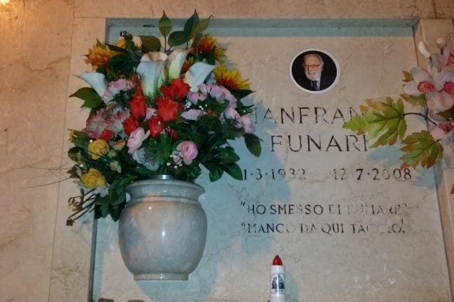 La tomba di Gianfranco Funari (Foto Fanpage.it)