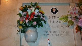 """La tomba di Gianfranco Funari al Monumentale: """"Ho smesso di fumare. Manco da qui taccio!"""""""