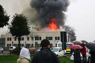 Incendio al caseificio Solat di Castelletto di Leno: vigili del fuoco ancora al lavoro