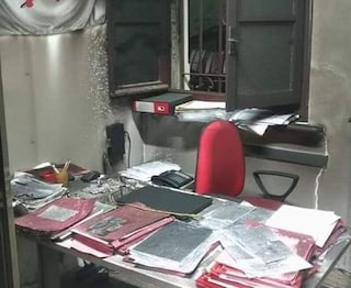 Paura nella notte a Monza: bomba molotov devasta la sede del sindacato
