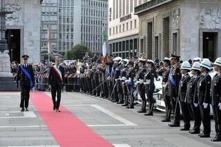 Milano, in piazza Duomo la cerimonia per il 169esimo anniversario della polizia locale