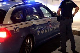Varese, è caccia all'aggressore in bici che ha pugnalato una 15enne al viso sfregiandola