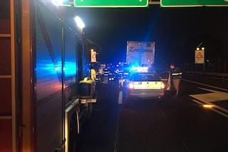 Tir perde il carico sull'autostrada A4 Milano-Brescia: traffico in tilt e code fino a 9 chilometri