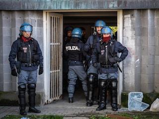 Milano, sgomberi in viale Fulvio Testi: maxi blitz antiabusivi nelle case popolari