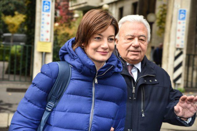 Lara Comi al suo arrivo in tribunale a Milano (La Presse)