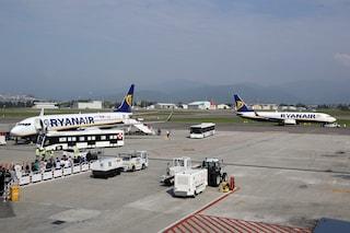 Vento forte in Lombardia, ritardi e voli cancellati all'aeroporto di Bergamo Orio al Serio