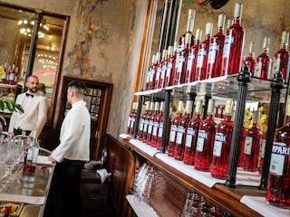 Riapre il Camparino in Galleria: la storia del bar simbolo dell'aperitivo milanese