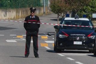 Darfo, tenta un'estorsione ma fugge all'arrivo dei carabinieri: militare spara e ferisce un 51enne