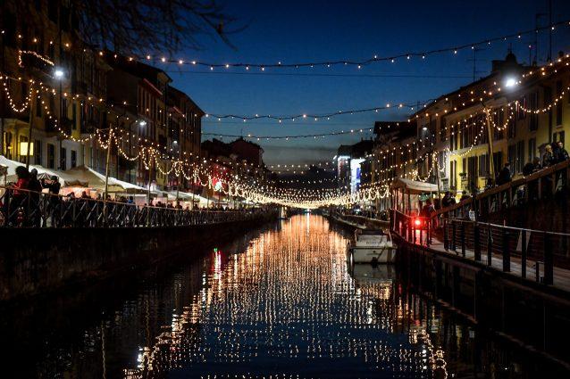 Le luci di Natale sui Navigli a Milano