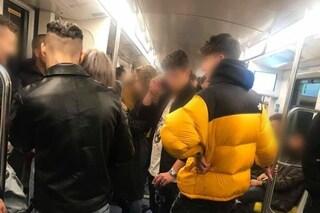 """Milano, lo sfogo di una ragazza: """"Metro da incubo, ubriachi fumano e minacciano di urinare a terra"""""""