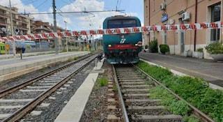Brescia, treno sfiora un uomo vicino ai binari e lo sbalza indietro: salvo per un soffio
